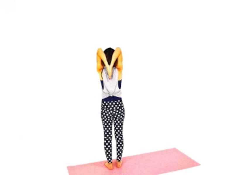 体側伸ばしエクササイズ(後ろ)undefined指先を下に向け、肩甲骨に添えます。肩が上がり過ぎないように注意。