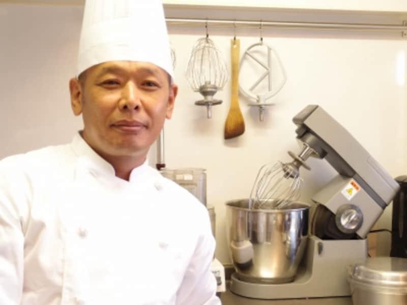 菓子グループ長の光野正三さん。銀座「マキシム・ド・パリ」などで経験を積んだ。