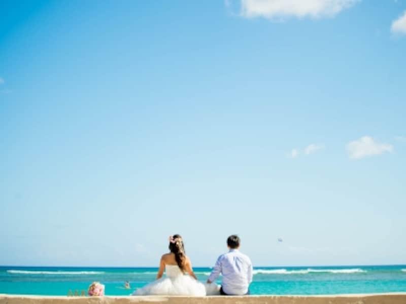 空も海も真っ青な一枚はハワイウエディングならでは/写真提供:RealWeddingsリアルウエディングス