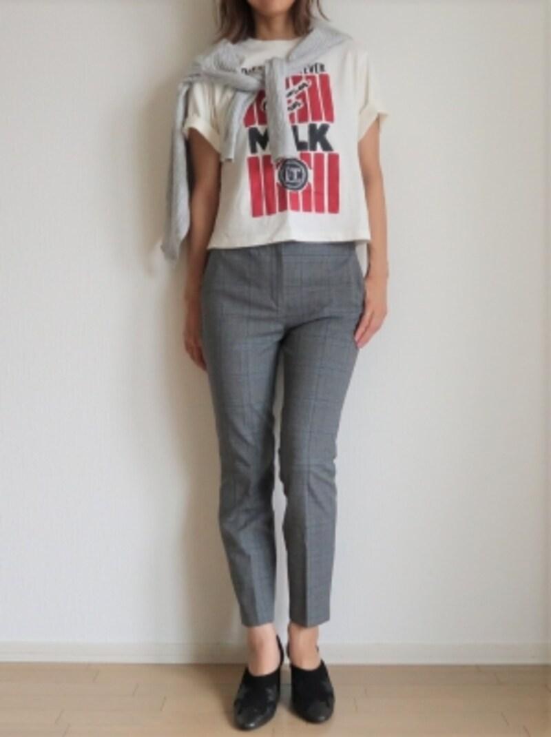 カジュアルなTシャツの上にカーディガンをさらっと巻くだけ