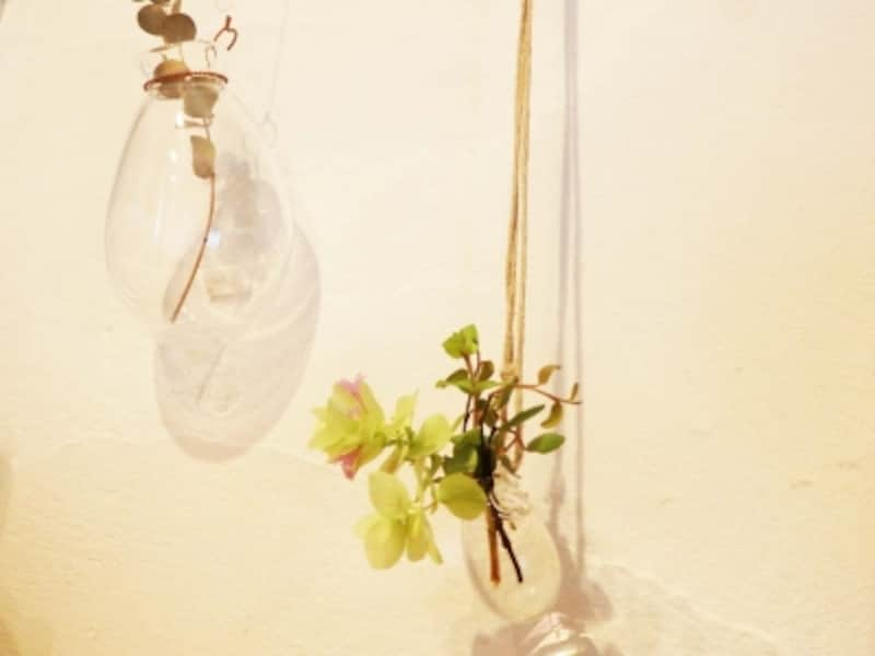 【鎌倉の雑貨屋】暮らしのもの十和の、お花を挿せるガラスのペンダント