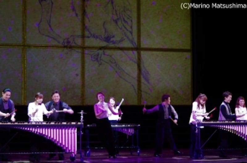 『ソング&ダンス65』より、『アンデルセン』オーヴァーチュア。壮絶なエピソードとは裏腹に(?!)皆さん実に楽しそう。(C)MarinoMatsushima