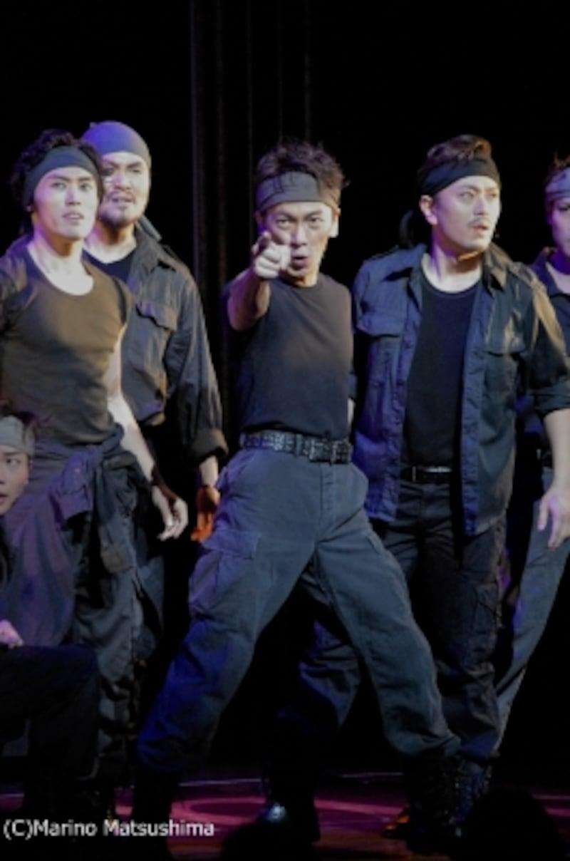 『ソング&ダンス65』(C)MarinoMatsushima「フレンド~」の該当シーン写真は後日、観劇レポートと共に掲載。かわりにご紹介するこちらの方々、何のお役か当ててみてください。ちなみにジェット団ではありません。