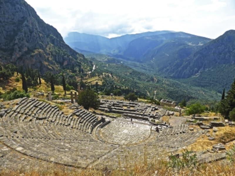 パルナッソス山に抱かれた世界遺産「デルフィの古代遺跡」