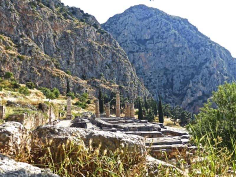 アポロン神殿と断崖