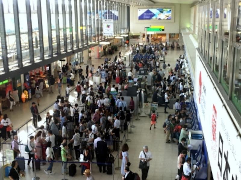 オーバーブッキング,過剰予約,伊丹空港