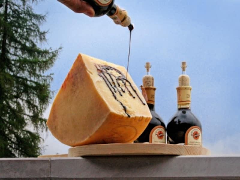 パルミジャーノ・レッジャーノとバルサミコ酢