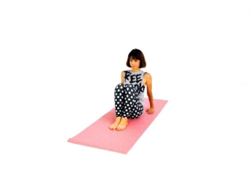 どこから見ても美腹エクササイズ1undefined床に体育座り姿勢になる
