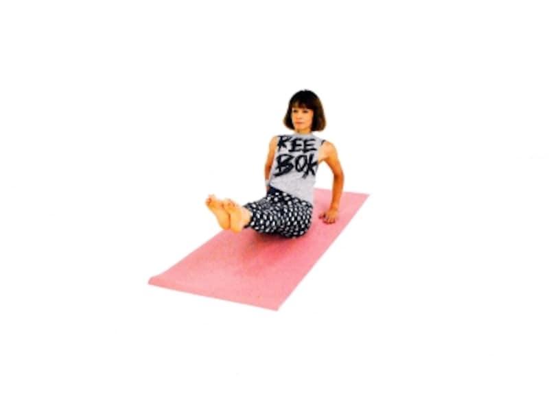 どこから見ても美腹エクササイズ4undefined両膝を伸ばし、まっすぐ前に伸ばす