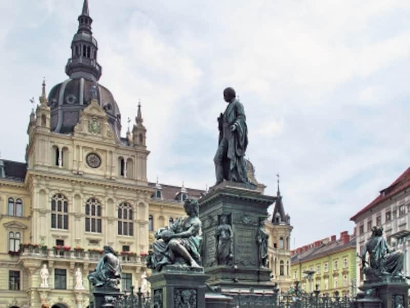 ヨハン大公像とラートハウス