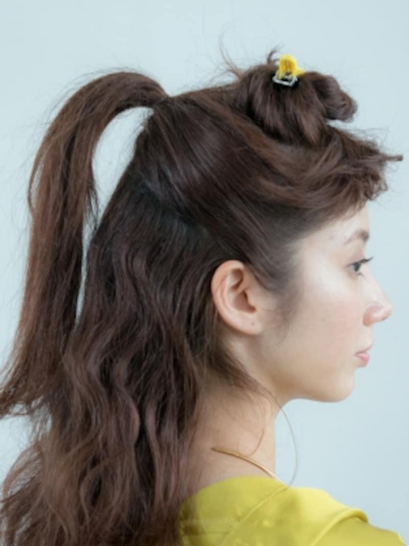 八チ下と後ろの髪をタイトに結ぶ