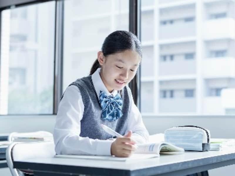 「個別指導=わかる」と考えるのは早計。個別指導塾に通っても、必ずしも成績が上がるわけではありません。それなのに、最近、個別指導塾が増えているのにはある理由が。