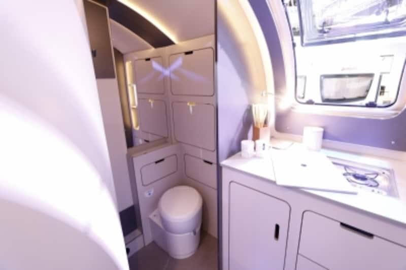 トレーラーに設置されたカセット式トイレ