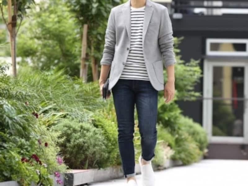 どんなパンツにも合わせやすい白スニーカー。ユニクロのジーンズも合わせやい!