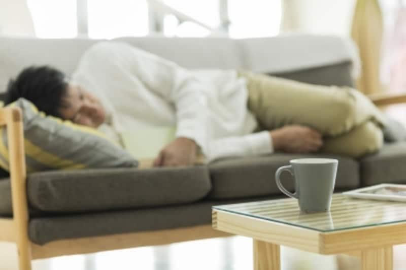 夜中まで仕事をしていつの間にかそのまま寝てしまう。こうした生活で心身の健康は維持できていますか?