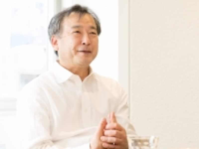 """今回お話を伺った、三井ホームundefined東京中央オーナーサポート部長undefined豊島秀一さん。「今の住宅の構造は、適切なメンテナンス・リフォームをすれば100年は持つといわれています。私たちは、その期間に起きる様々な事項に対応する""""ホームドクター""""のような存在でありたいと思っています」"""
