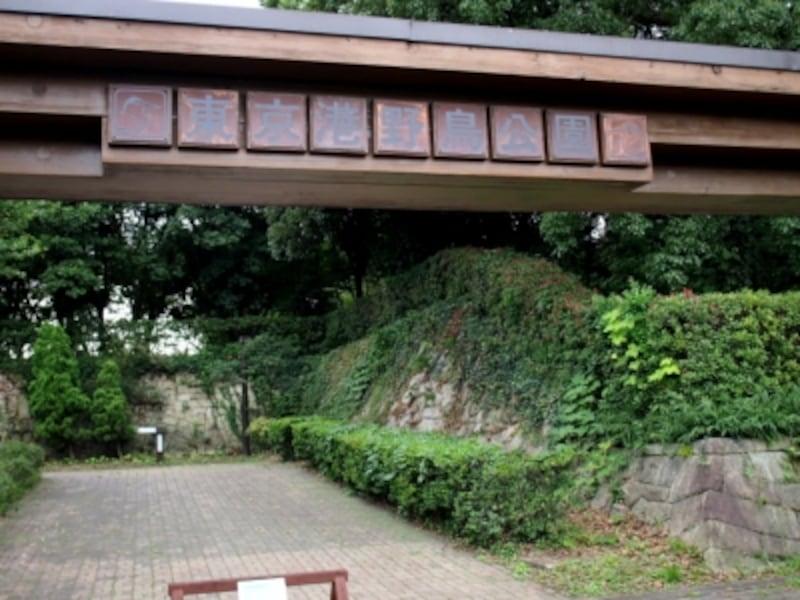 入園料は大人は300円、小学生以下は無料