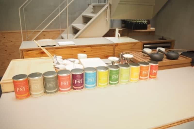 お茶が飲めるカウンター。茶釜もあります。