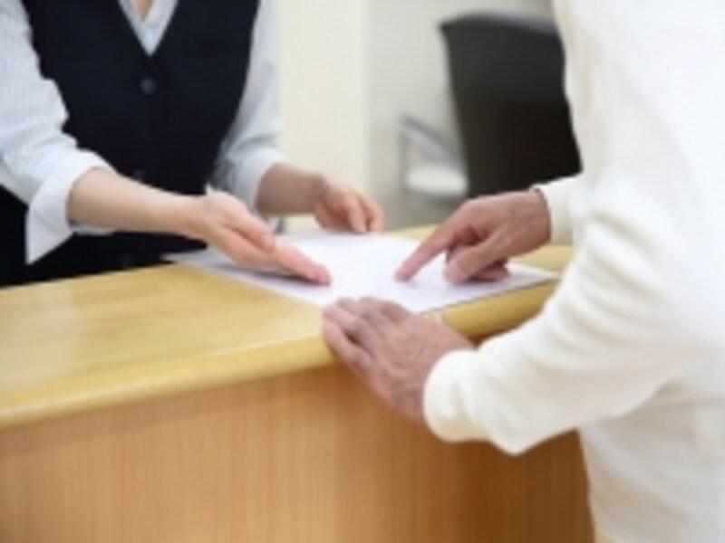 病院会計窓口で支払い額を見て、ドキッ……