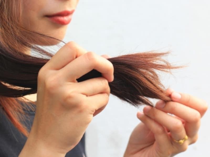 髪の毛の傷みやパサつきを改善するには?