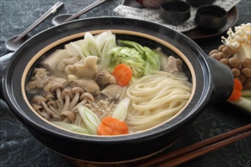 鶏の旨みたっぷりのスープを贅沢に味わえる「鶏の水炊き鍋うどん」。