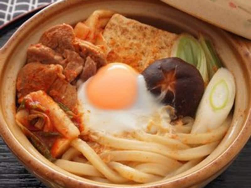 キムチの旨み、辛みがプラスされたすき焼き風鍋うどん
