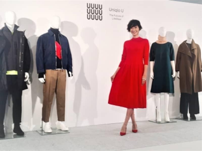 盛り上がるユニクロU展示会2017AW。一部のラグジュアリーブランドがつかうホールガーメント織り機をつかったニットワンピース。女優の田丸麻紀さんも登場!メンズもいろいろでていました。