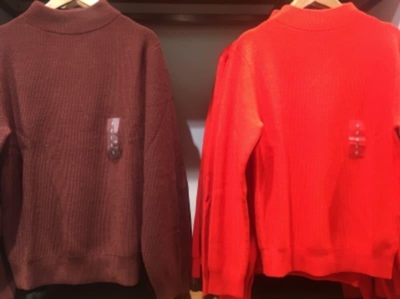 強烈なネオンカラーのニット。Tシャツはじめ、レディースのみならず鮮やかで強い色を取りいれたユニクロU。ここに一般のユニクロ商品との違いを感じます。