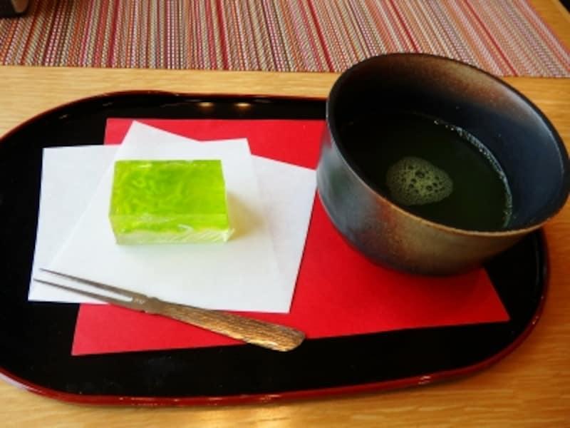 抹茶入り煎茶と和菓子のセット