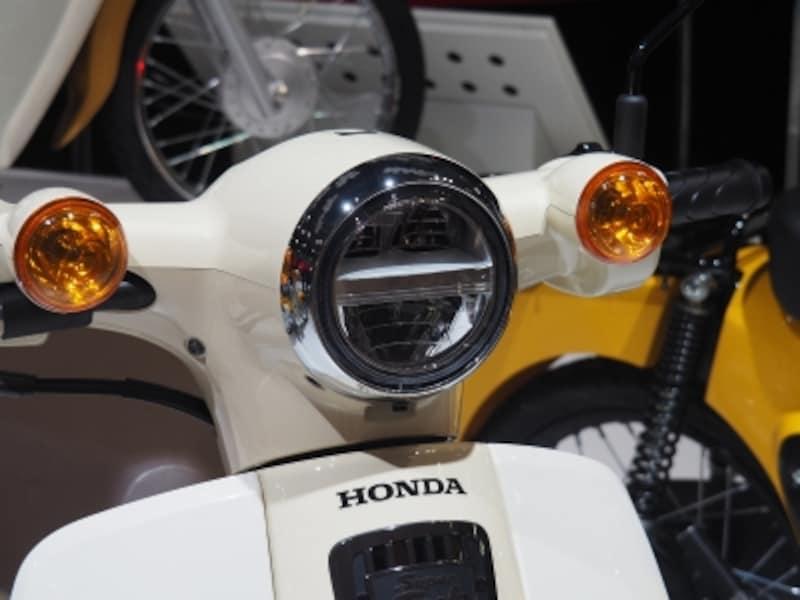 スーパーカブ50。ヘッドライトはLEDに変更
