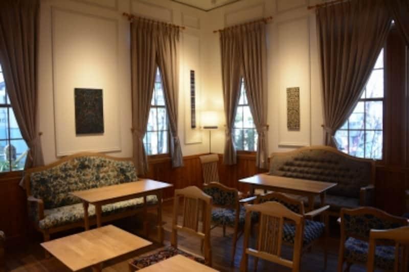 旧駅舎内のカフェ