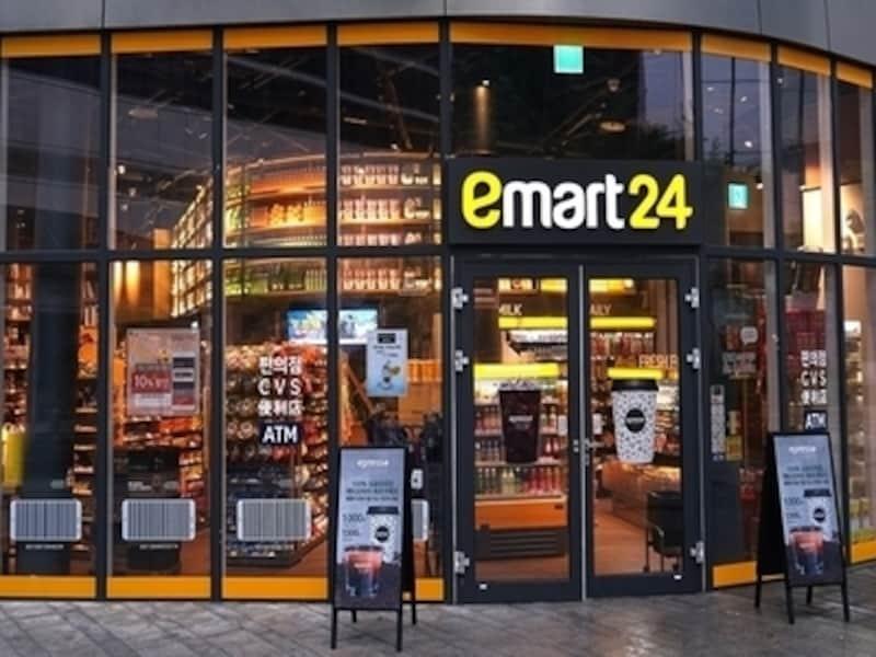 PEACOCKやNOBRAND商品を中心に陳列したイーマート24。コンビニスタイルで簡単に気軽に買い物ができて便利です