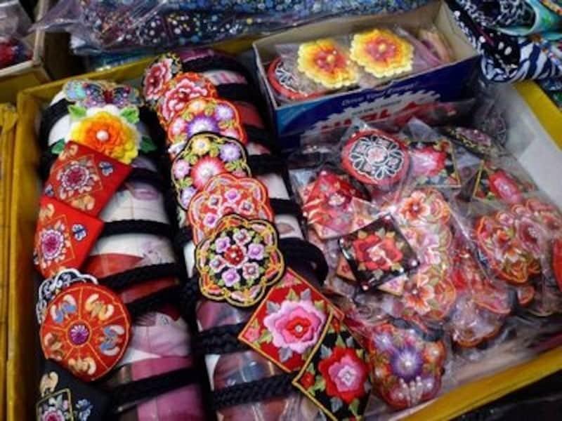伝統小物は刺繍が美しいものが多くて色合いも鮮やか。インテリアとして飾れるものもいろいろあります【ソウルのおすすめお土産】