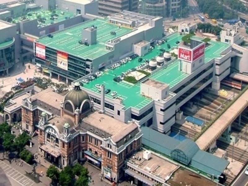 ソウル駅に隣接するロッテマートは、外国人観光客御用達の大型スーパー。日本語での商品説明があったりと、何かと便利です