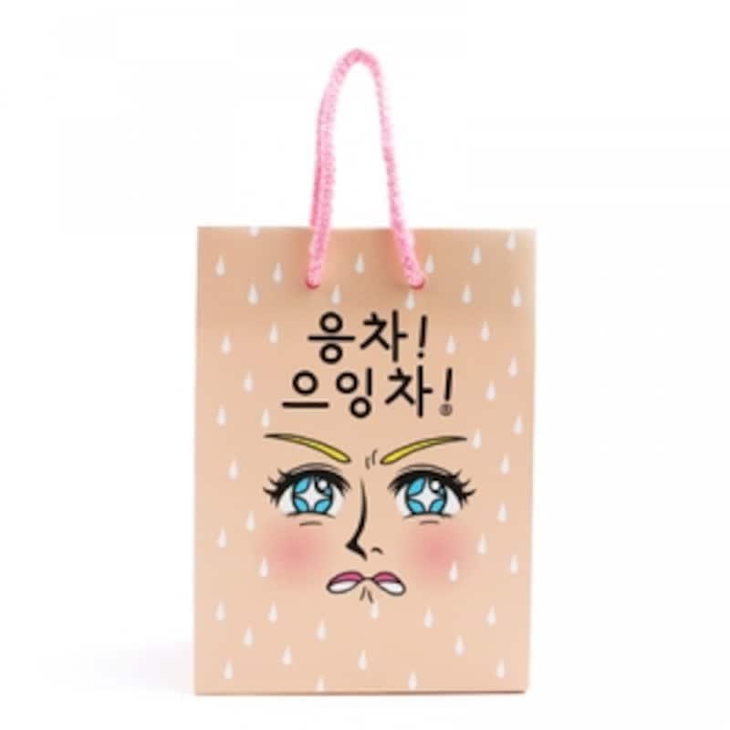 ペーパーバッグのイラストやメッセージは様々。たくさん種類があるので、何枚も欲しくなるかも!【ソウルのおすすめお土産】