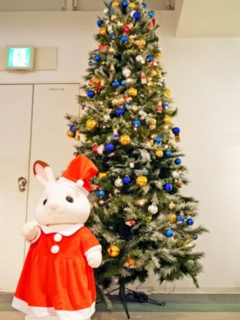 「シルバニアファミリー」のオーナメントが飾られた2m超のツリーが横浜人形の家に登場。ツリー展示は12月24日(日)まで(2017年11月20日撮影)