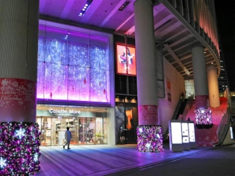コレットマーレのメインエントランスがピンクカラーに彩られ、ロマンティックな空間に(2017年11月7日撮影)