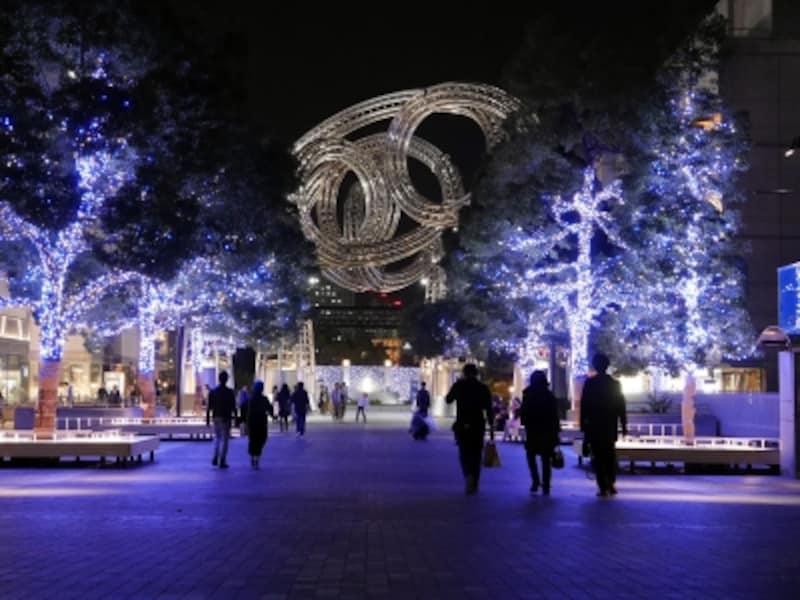 2017年はランドマークプラザとクイーンズスクエア横浜間の「ヨーヨー広場」にもイルミネーションが拡大(2017年11月7日撮影)