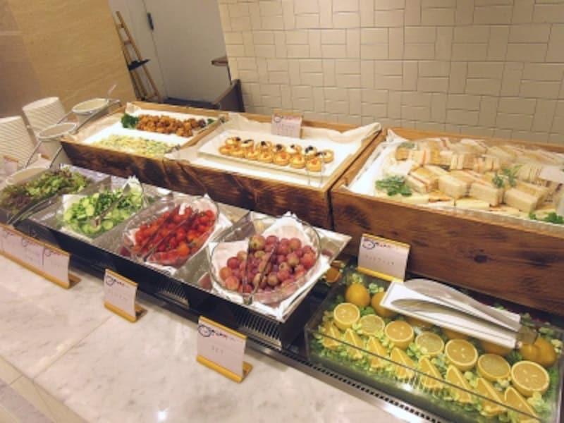 京王プラザホテル軽食のブッフェ台