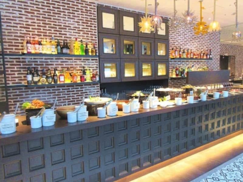 前菜のブッフェ台