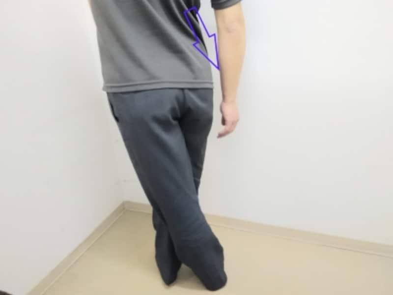 うまくストレッチできないという場合は、交差させる際の脚の位置や上半身の傾け方を調整しながら試して下さい