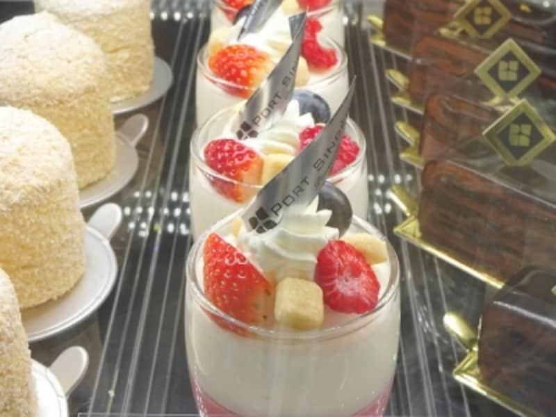「ポール・サンセール」に並ぶ菓子には、細越シェフの修業時代の思い出が込められている