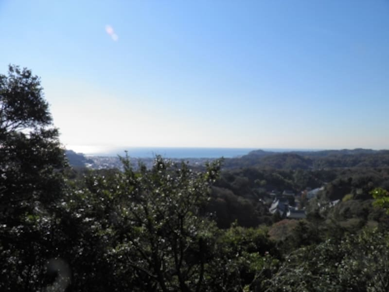 勝上献の展望台から望む海や山並み