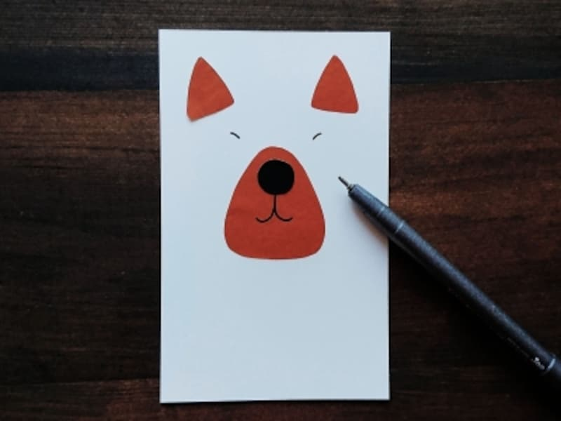 ペンで目を描く