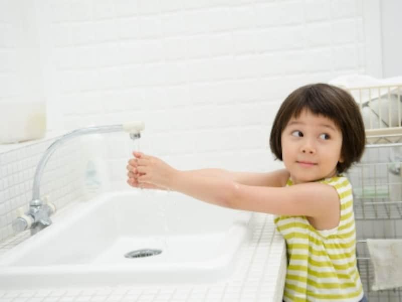 子供は真剣に洗っているつもりでも……