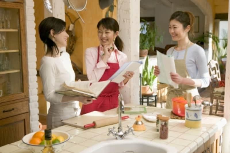 料理が得意なら料理を教えて収入を得ましょう。参加者と楽しく過ごせば収入プラスαの効果も?