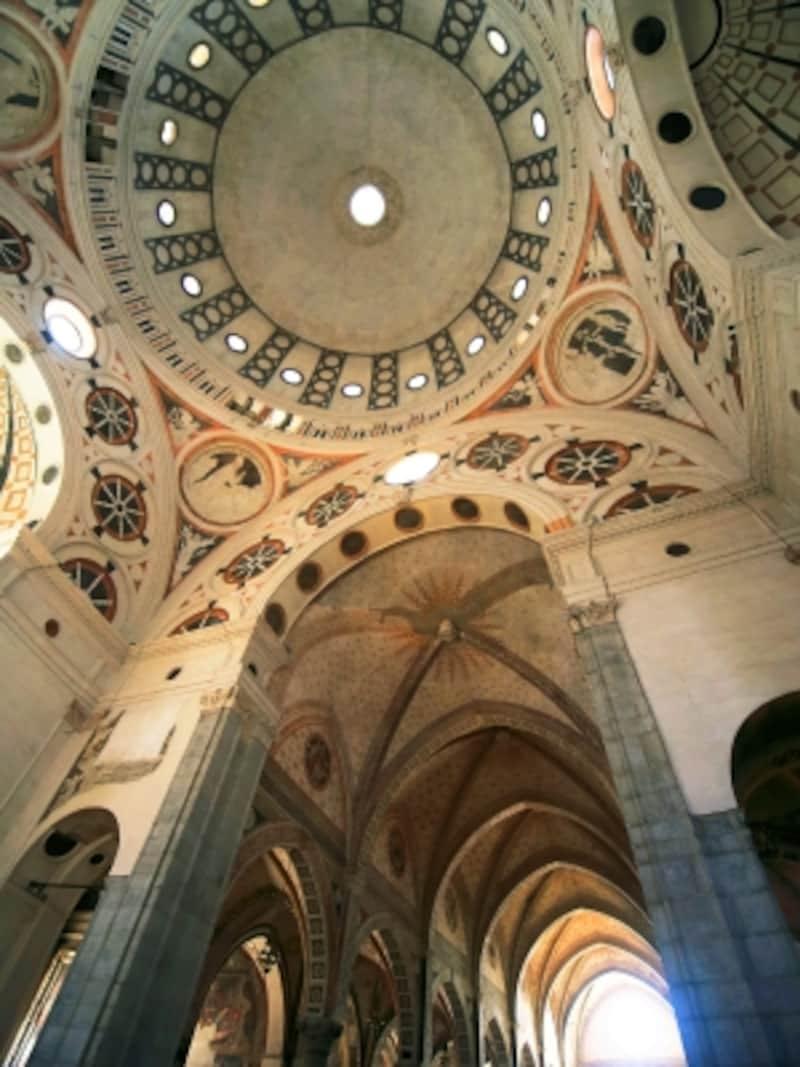 サンタ・マリア・デッレ・グラツィエ教会のドームと身廊天井部