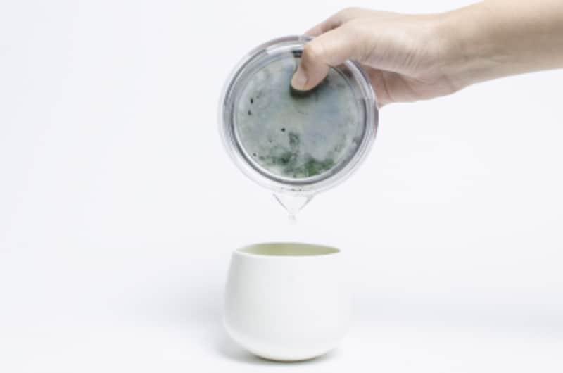 煎茶堂東京のオリジナル透明急須は、「割れない、熱くない、省スペース」