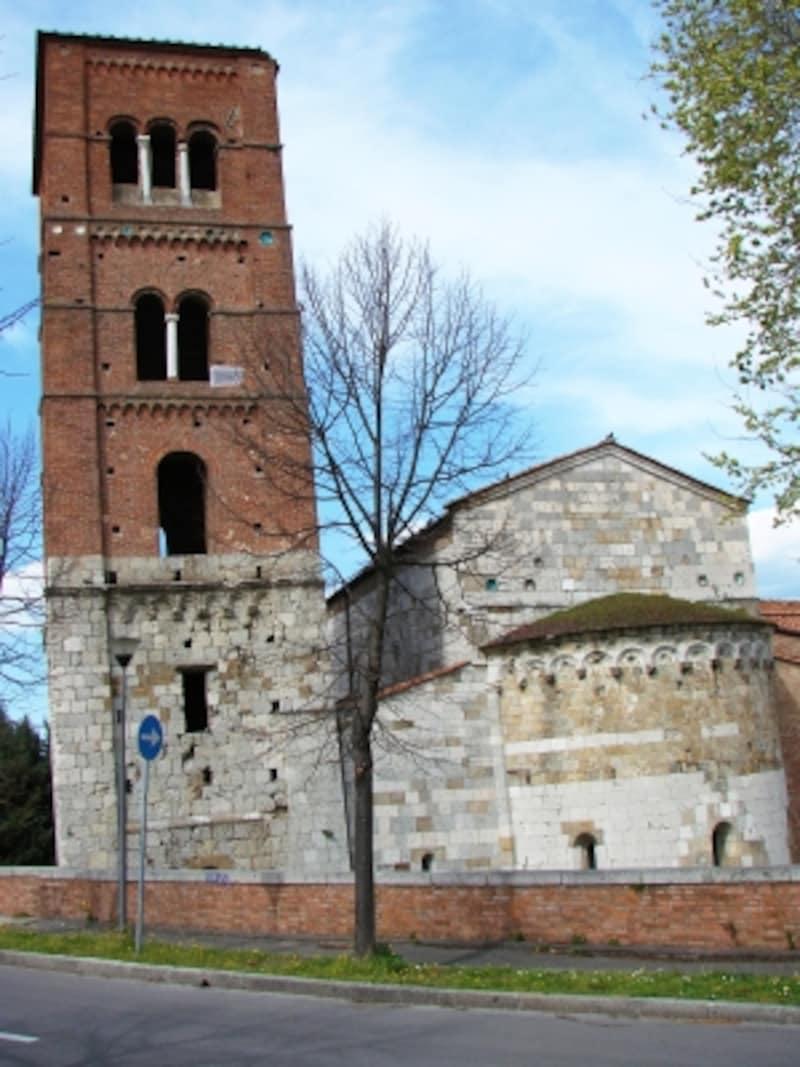 サン・ミケーレ・デッリ・スカルツィ教会の鐘楼