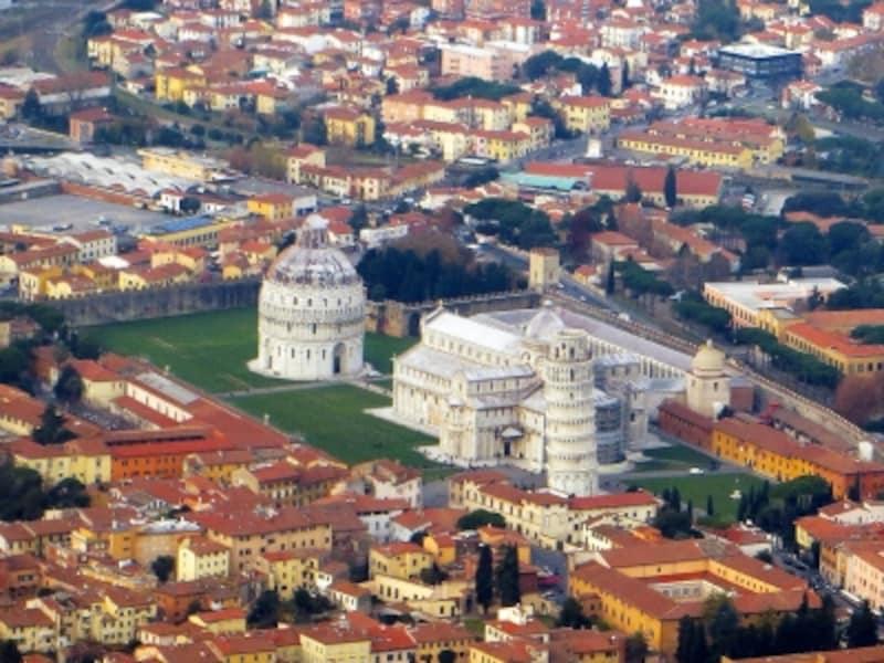 上空から眺めた「ピサのドゥオモ広場」